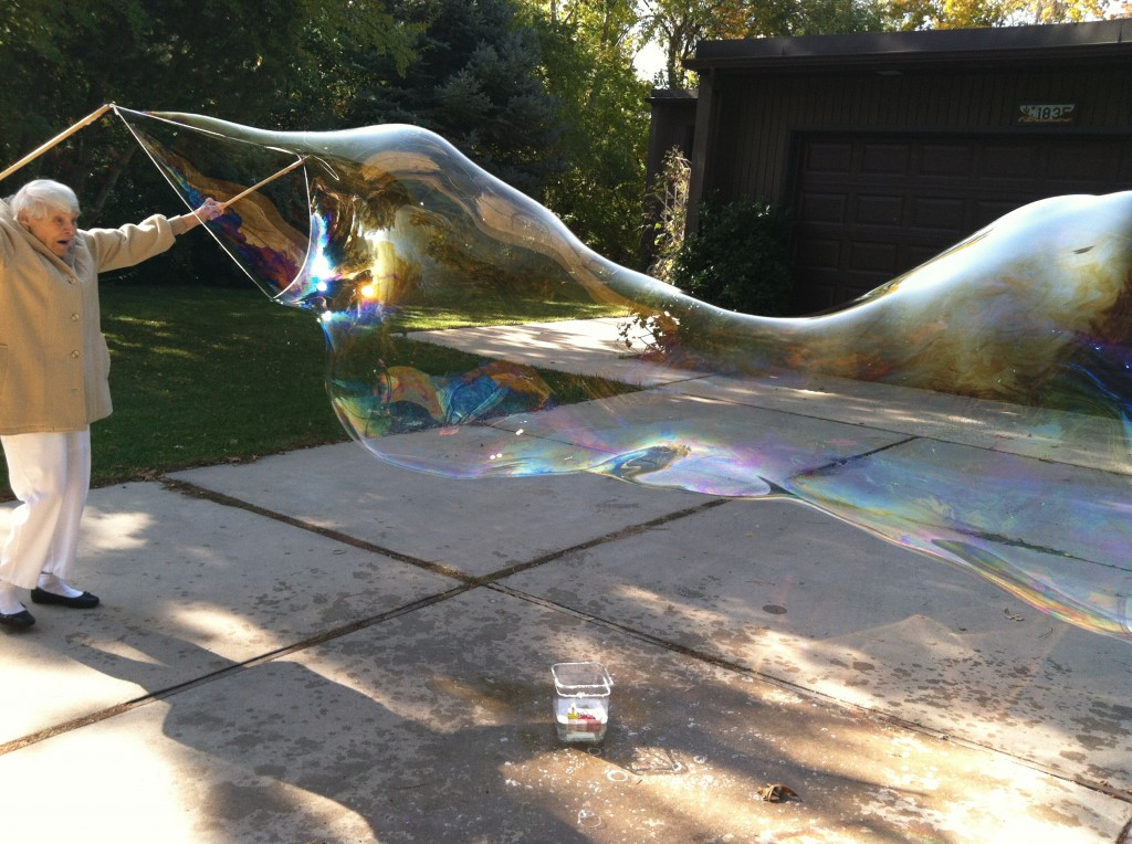 how to make gigantic bubbles